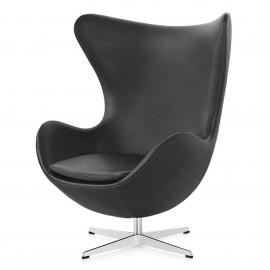 Réplique de chaise Egg en cuir par le designer Arne Jacobsen