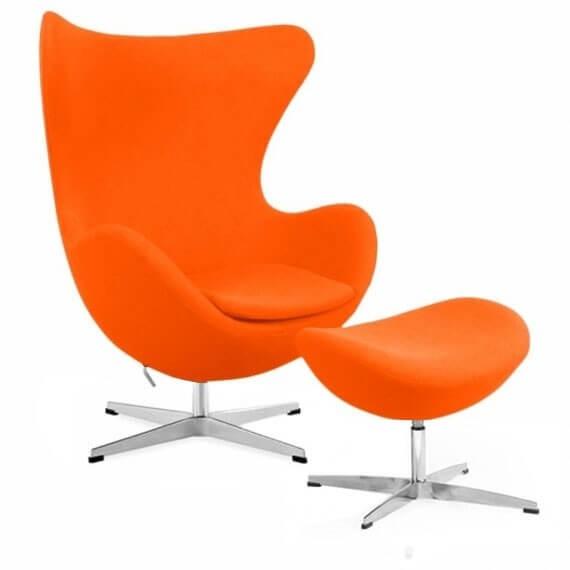 Réplique de la chaise Egg avec repose-pieds du designer Arne Jacobsen