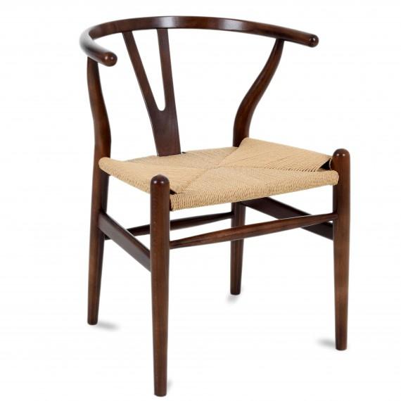 Réplique de la chaise Wishbone CH24 en bois de noyer foncé par le designer Hans J.Wegner