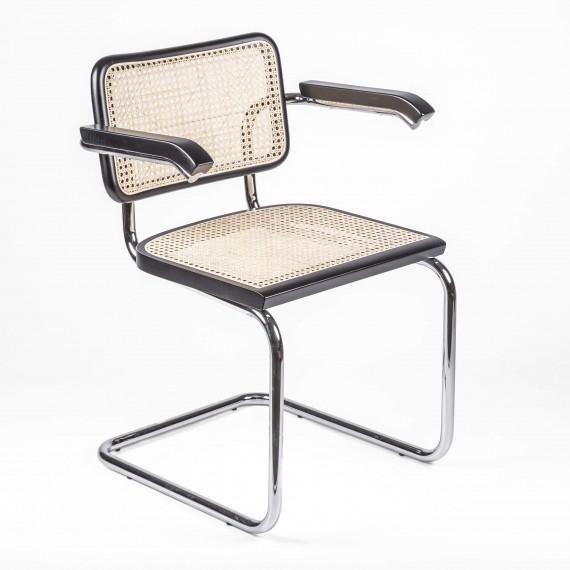 Réplique de la chaise Cesca avec accoudoirs du designer Marcel Breuer